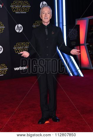 LOS ANGELES - DEC 14:  Anthony Daniels arrives to the