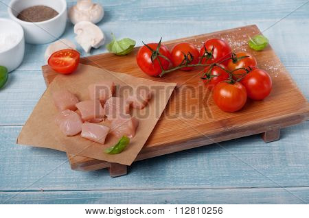 ?hicken Fillet With Cherry Tomatoes, Mushrooms And Basil Leaves
