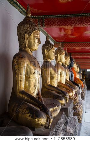 Bangkok, Thailand - Circa September 2015: Row Of Buddha Statues In Wat Pho Temple, Bangkok,  Thailan