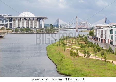 Putrajaya, Malaysia - Circa August 2015: Iron Mosque And Seri Saujana Bridge In Putrajaya,  Malaysia