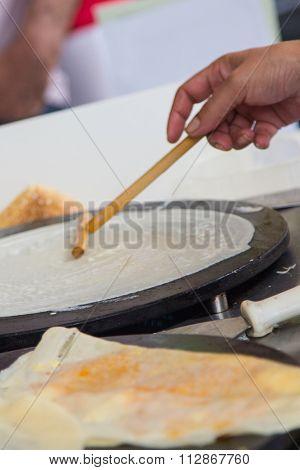 Preparing a crepe detail