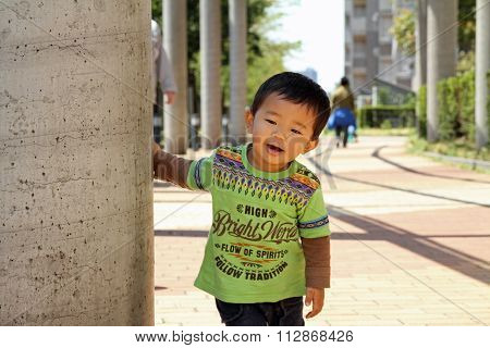 Japanese boy hiding behind the pole (1 year old)