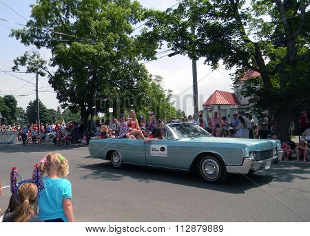 Young Americans Dinner Theater at 4th of July Parade