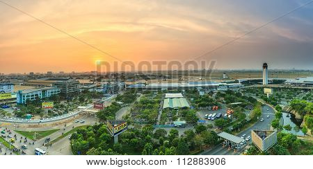 Sunset on the Tan Son Nhat airport