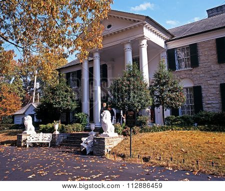 Front view of Graceland.