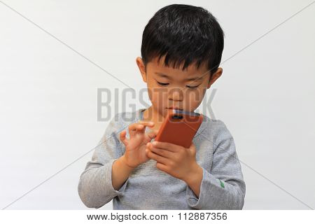 Japanese boy using a smart phone (4 years old)