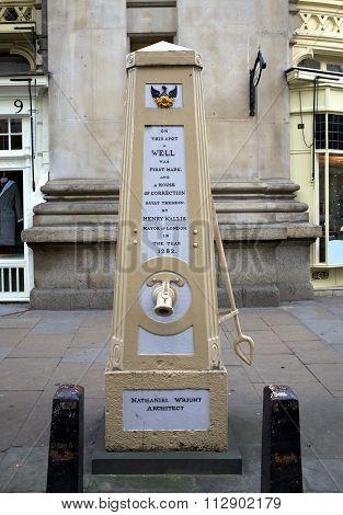 Georgian Water Pump - London