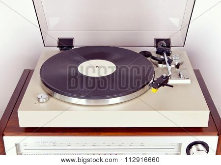 Analog Stereo Turntable Vinyl Record Player with Black Disk