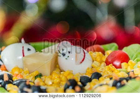 Festive plate with mice and cheese
