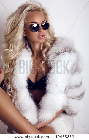Sexy Woman With Long Blond Hair Wears Luxurios Fur Coat And Sunglasses