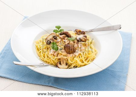Spaghetti Carbonara With Brown Mushroom