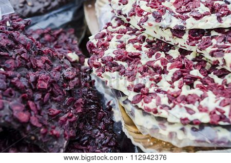 White And Dark Chocolate With Blueberry