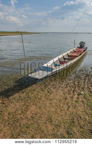 Fishing Boats Of The Locals,fishing Boats Moored At The River's Edge,fishing Boats In The Rivers Wit