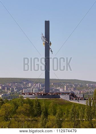 SARATOV, RUSSIA - MAY 9, 2015 : Monument Cranes