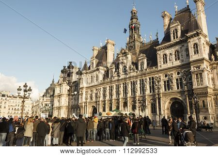 The Crowd Of Parisians And Tourists In Front Of Town Hall Of Paris, France.