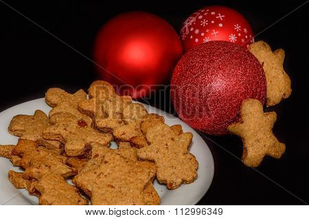 Freshly Baked Gingerbread In Various Shapes. Horizontal View Of A Plate Of Gingerbread Men..