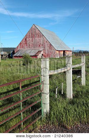 Antigo celeiro e cerca, Oregon.