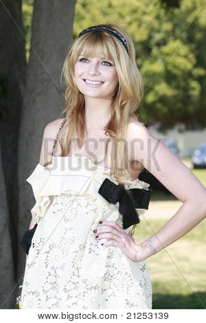 LOS ANGELES - JUNE 8: Mischa Barton at a 'A Time For Heroes' Celebrity Carneval benefiting the Elizabeth Glaser Pediatric Aids Foundation in Los Angeles, California on June 8, 2008