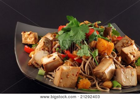 Tofu salteado de jengibre vegetariano