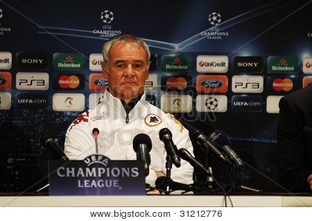 CLUJ, ROMANIA - DECEMBER 7: The head coach of AS Roma, Claudio Ranieri looks on during a press confe