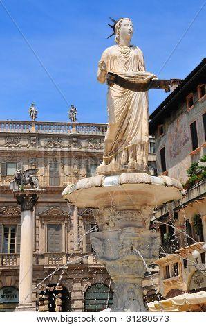 Statue on Piazza delle Erbe in Verona