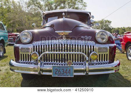 Vista frontal de coche de Desoto de 1948