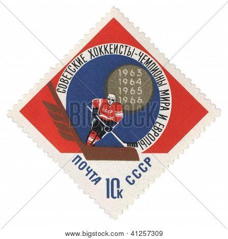 Eishockeyspieler mit Stock auf Post Briefmarke