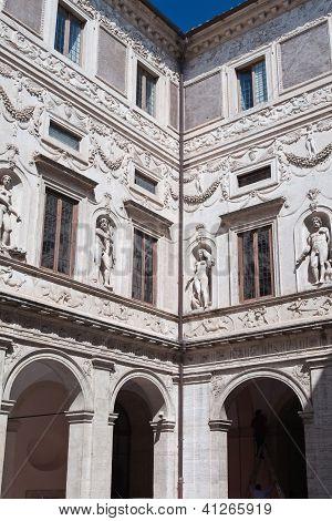 Palazzo courtyard - Rome