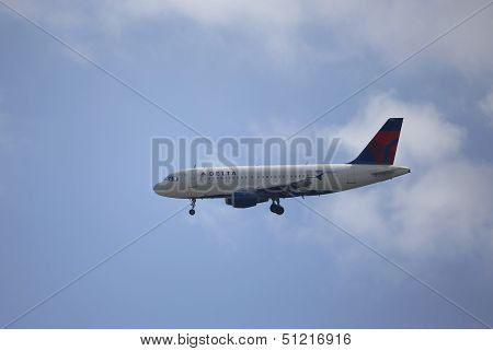 Delta Air Lines Airbus A319 in New York sky before landing in La Guardia Airport