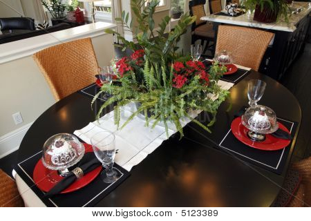 Dining Table With Modern Decor.