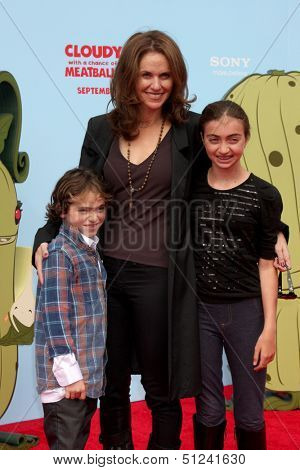 LOS ANGELES - SEP 21:  Bodhi Russell Silberling, Amy Brenneman, Charlotte Silberling at the