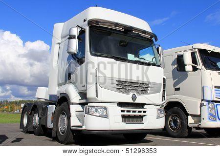 White Renault Premium 460 Truck