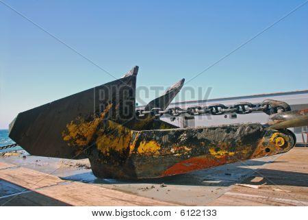 Manejo de anclaje de un aparejo de aceite sumergible Semi en el mar del norte.