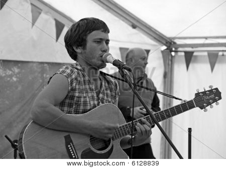 Harry Neve of Django Spears at the Apple Festival