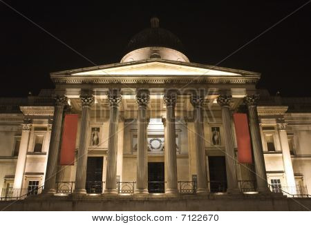 London - national galery in night