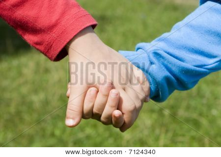 hands of sisters