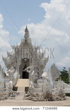 white temple in chaing rai