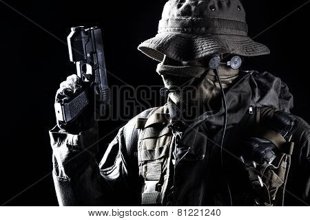 Jagdkommando soldier with pistol