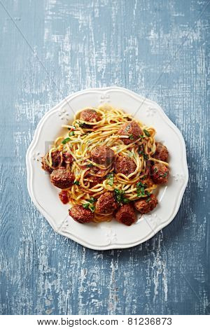 Linguine with meatballs and tomato sauce