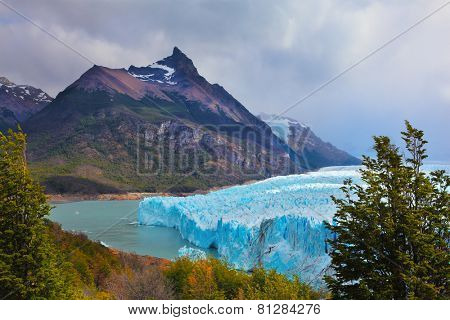 Los Glaciares National Park in Patagonia. Huge Perito Moreno glacier in the Lake Argentino, surrounded by mountains. Sunny summer day
