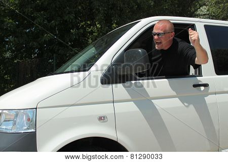 aggressive, angry driver, aggressiveness on the road