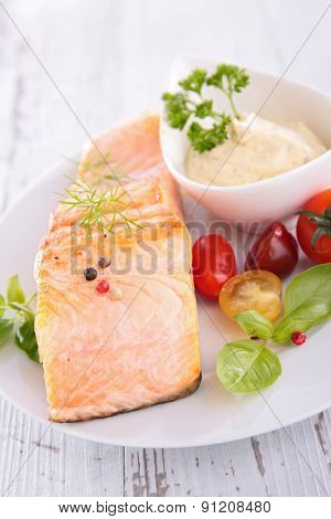salmon,sauce and tomato