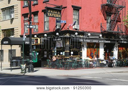 Famous Pete's Tavern in Gramercy Park Historic District
