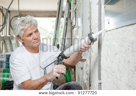 Builder with mastic gun
