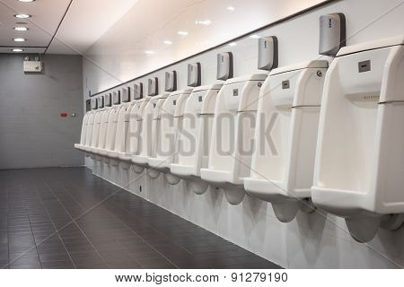 Indoor White Urinals Men Public Toilet