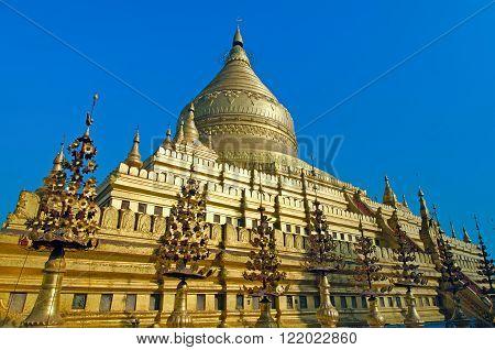 Golden Shwezigon pagoda. Bagan. Myanmar ( Burma )