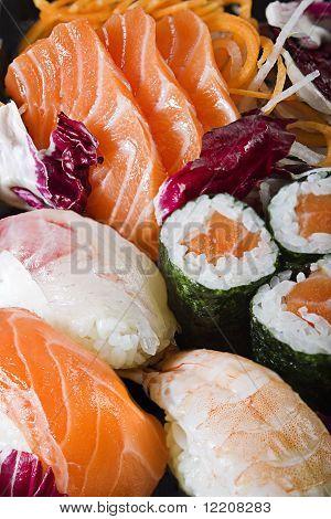 Mix Sushi Sashimi Maki