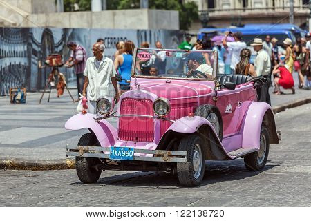 Havana, Cuba - April 1, 2012: Really Old Antique Car In Front Of Capitolio