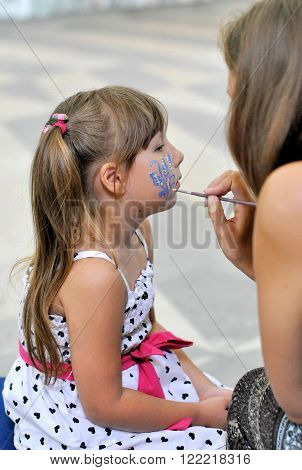 Wizard girl draws paint makeup, Child with makeup ** Note: Soft Focus at 100%, best at smaller sizes