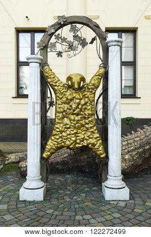 Dragon And Golden Fleece